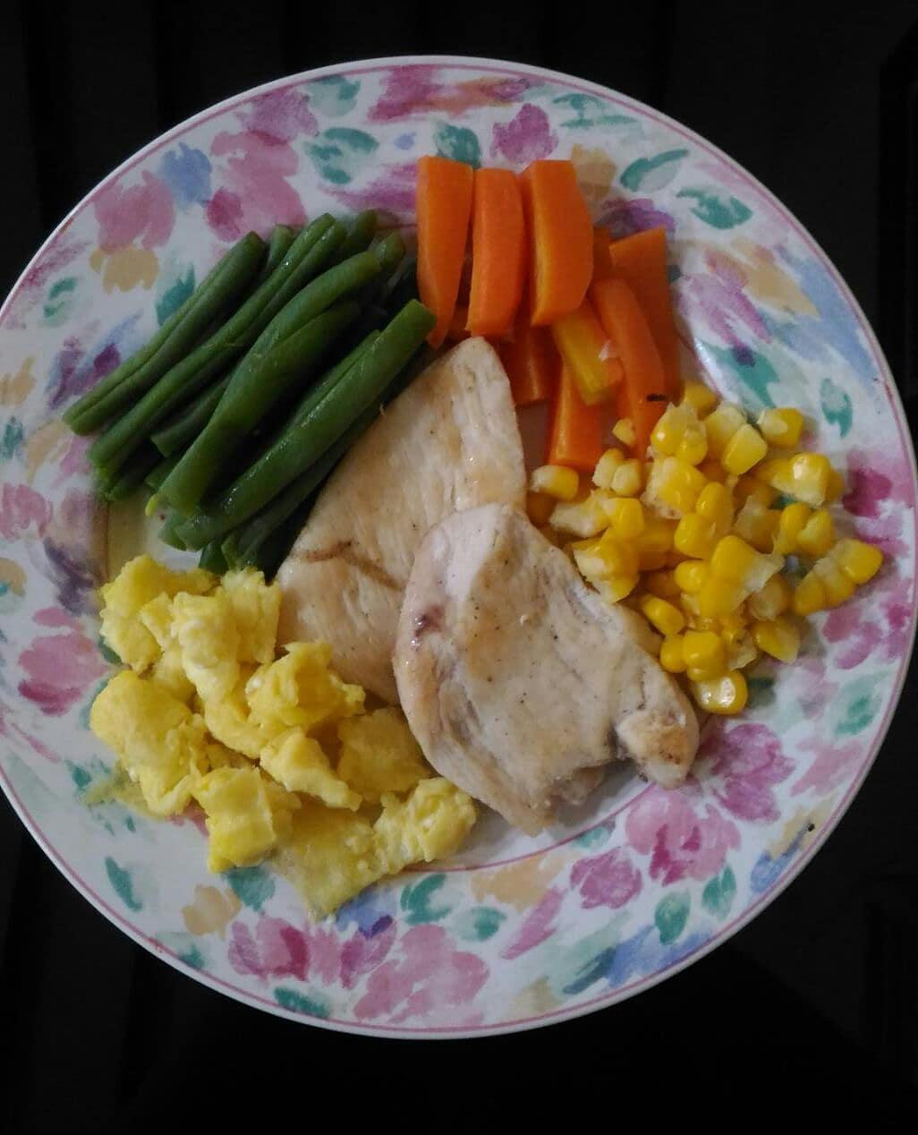 Makan siang yuk bunda-bunda syantiiiik  . . #dietkenyang#dietsehat#dewihughes#re...