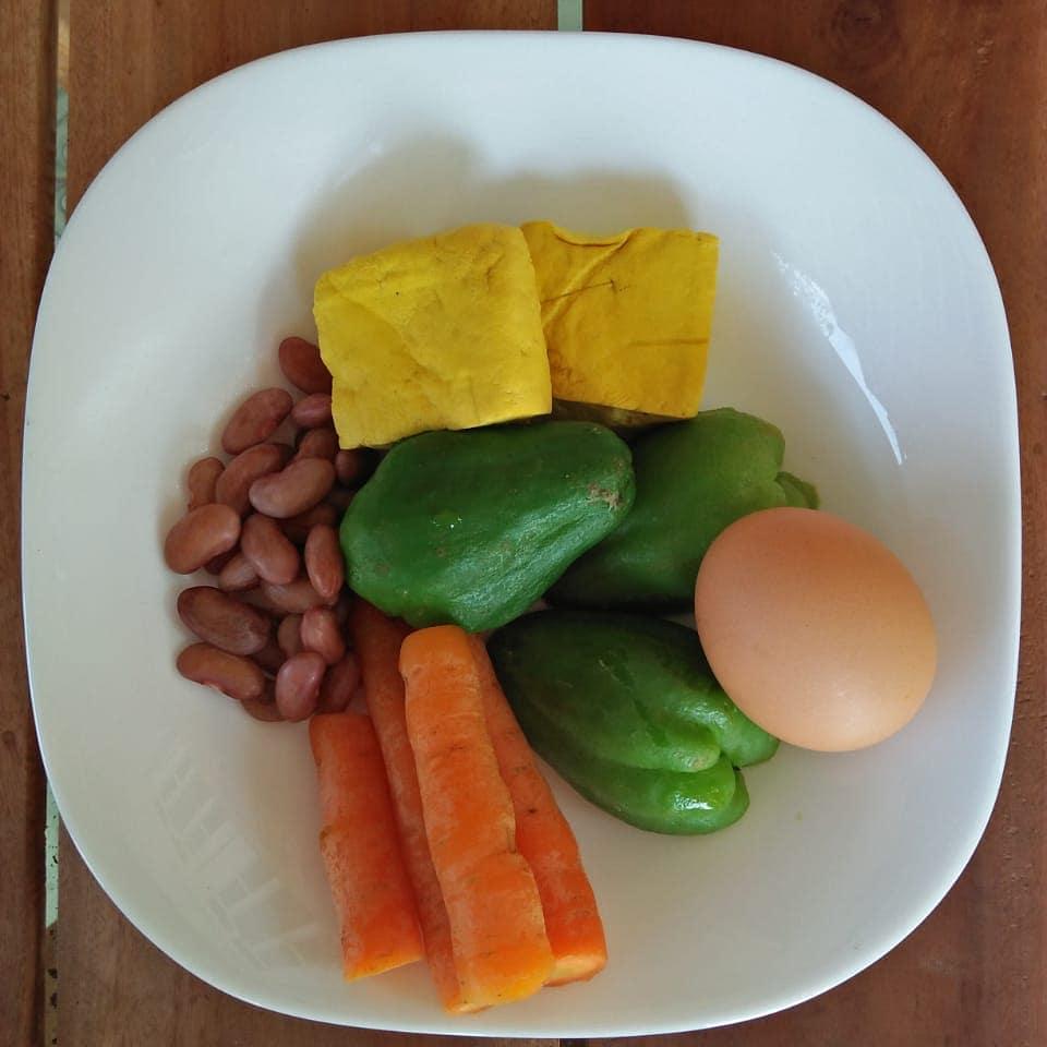Selamat makan siang semuanya makan yg dikukus2 lebih sehat #dietkenyang#dietseha...