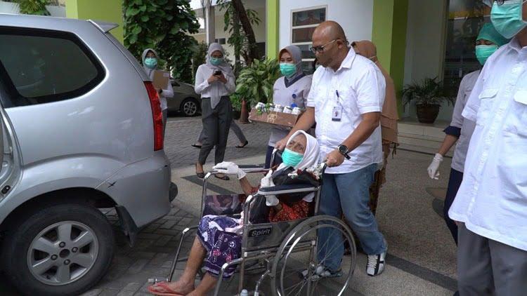 Cerita Tim RS PHC Saat Merawat Nenek 105 Tahun yang Sembuh Dari Covid-19