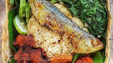 .  Menu Sehari-Hari Ala @immawasis .  Isinya: Nasi liwet, ayam goreng lengkuas, ...