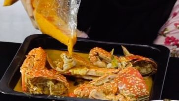 MAKAN SEAFOOD DENGAN BANYAK VARIAN SAUS YANG MANTAB DAN NIKMAT Huuu sausnya enak-enak . Menu An...