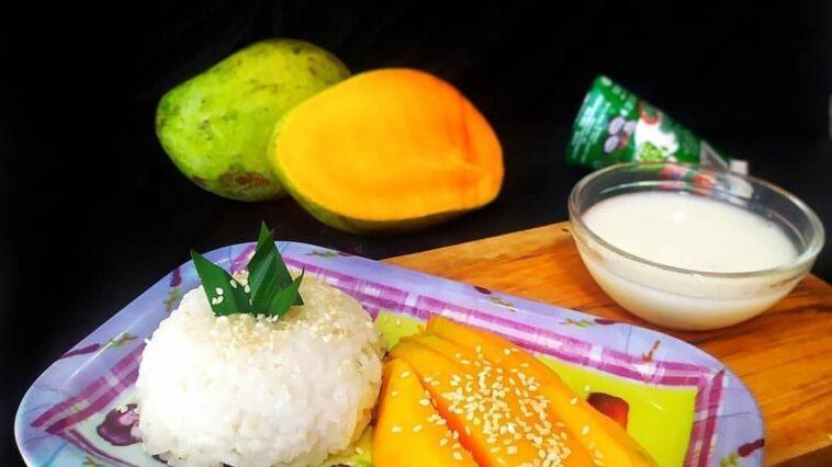 MANGO STICKY RICE . By @mydiarycooking . Bahan : 1/2 liter beras ketan 2 b...