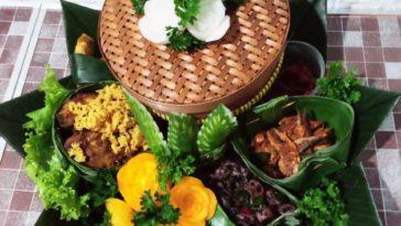 Nasi Liwet bakul  Berawal dari upaya penghematan atau biasa disebut dengan istil...
