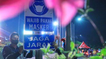 Rambu Wajib Masker dan Jaga Jarak Dipasang di Beberapa Titik di Surabaya