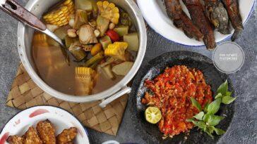 .  Assalamu'alaikum  Sayur asem, lele & tempe goreng, sambel terasi, lalapan   B...