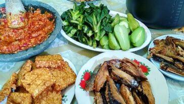 .  Menu Sehari-Hari Ala @lisna_lisnawati71  .  Assalamualaikum Selamat makan men...