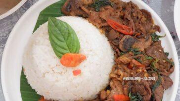 Posted @withregram • @silvialim18 Cobain deh makan nasi liwet dgn thai beef basi...