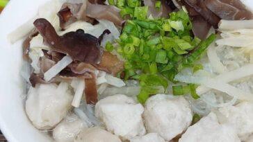Posted @withregram • @st.arlina   Tekwan  Bahan bahan 350gr daging ikan gabus  2...
