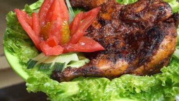 Di Dapur Rumadi cocok buat makan rame-rame Sekeluarga paling suka  ayam bakar madu rasanya  ped...