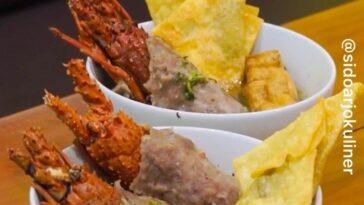 Ini loh yang lagi viral! Bakso Lobster  daging baksonya menyelimuti lobster cukup tebal terus d...